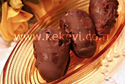 Çikolata kaplı kestane püresi tatlısı